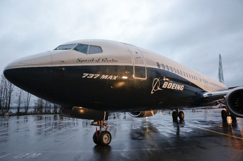 Two amendments approved to an appropriations bill from Representative Peter Roskam would ban sales from Boeing and from European rival Airbus to Iran, potentially undercutting a Boeing deal with Tehran worth up to $25 billion