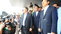 South Korean Prime Minister Hwang Kyo-ahn (R) arrives for a meeting with residents in Seongju where where a U.S. THAAD anti-missile defense unit will be deployed, South Korea, July 15, 2016. News1/Lee Jong-hyun/via REUTERS