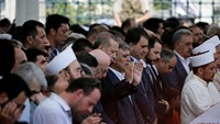 Turkish President Recep Tayyip Erdogan prays during a funeral service for victims of the thwarted coup in Istanbul at Fatih Mosque in Istanbul, Turkey, July 17, 2016.