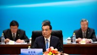 China's Premier Li Keqiang (C) speaks at the 1+6 Roundtable on promoting growth in the Chinese and global economies at the Diaoyutai State Guesthouse in Beijing, China, July 22, 2016.