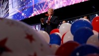 Republican U.S. presidential nominee Donald Trump celebrates at the conclusion of the final session of the Republican National Convention in Cleveland, Ohio, U.S. July 21, 2016.