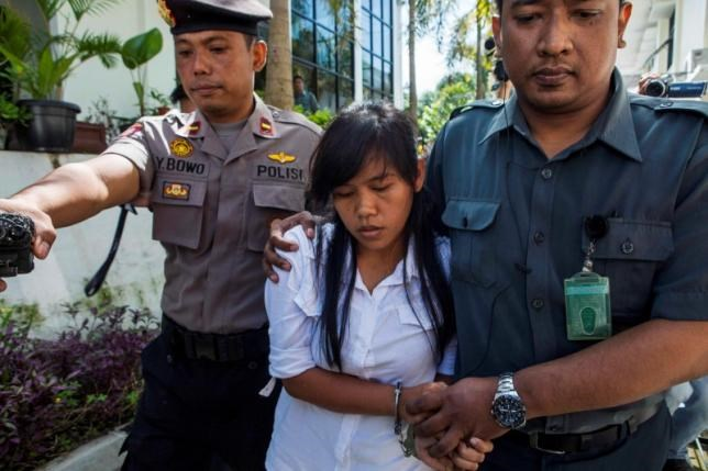 Officers take the death row inmate of a drug case, Mary Jane Fiesta Veloso (C) of the Philippines, to her first judicial review trial in the District Court of Sleman, Yogyakarta, March 3, 2015.