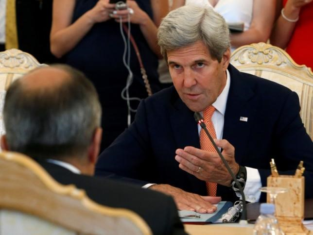 U.S. Secretary of State John Kerry (R) and Russian Foreign Minister Sergei Lavrov attend a meeting in Moscow, Russia, July 15, 2016.