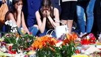 Young women mourning outside the Olympia shopping mall in Munich, Germany July 24, 2016.