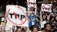 Q&A: Why Democrats are chanting 'No TPP' at convention