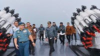 Joko Widodo aboard an Indonesian warship in Natuna on June 23. Source: Indonesia's State Palace Press Bureau Office