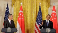 U.S. President Barack Obama and Singapore Prime Minister Lee Hsien Loong (L) speak during a news conference at the White House in Washington, U.S., August 2, 2016.