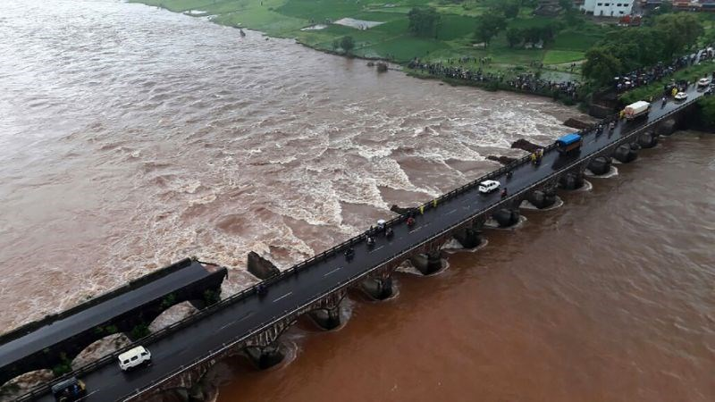 Rescuers raced to the crumbled bridge south of the financial capital of Mumbai to search for the passengers on August 3, 2016