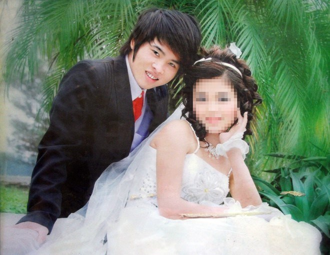 Nguyen Van Thanh and Nguyen Thuy Dung in their wedding photo.