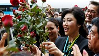 Former Thai Prime Minister Yingluck Shinawatra greets supporters as she arrives at the Supreme Court for a trial on criminal negligence looking into her role in a debt-ridden rice subsidy scheme during her administration, in Bangkok, Thailand, August 5, 2016.