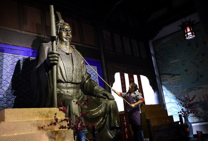 Emperor Yu gained fame as the man who was able to gain control over the flood by orchestrating the dredging work needed to guide the waters back into their channels