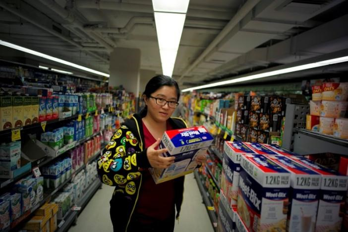 Chinese 'daigou' shopping agent Na Wang selects an Australian breakfast cereal product popular with Chinese consumers, during a shopping trip to procure goods for Chinese customers, at an Australian supermarket in Sydney, Australia August 2, 2016. Picture taken August 2, 2016.