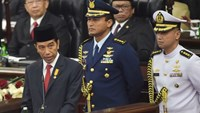 Joko Widodo (L) delivers a speech at the parliament in Jakarta on August 16, 2016. Photo: AFP