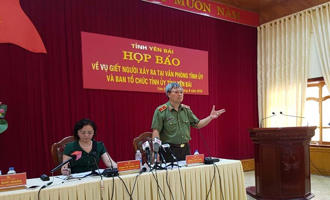 Maj Gen Dang Tran Chieu (R), police chief of Yen Bai Province, addresses a press conference on Thursday