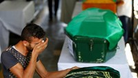 A family member of a victim of a suicide bombing at a wedding celebration mourn over his coffin during a funeral ceremony in the southern Turkish city of Gaziantep, Turkey, August 21, 2016.