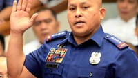 Philippine National Police (PNP) Director General Ronald Dela Rosa takes the oath during the start of a hearing investigating drug-related killings at the Senate headquarters in Pasay city, metro Manila, Philippines August 22, 2016.