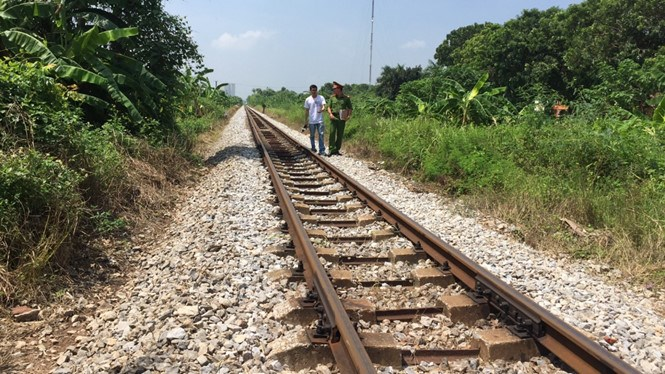 A railway section in Hanoi where a woman and her accomplice faked an accident to make an insurance claim