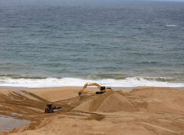 An excavator works on land reclamation at 'Colombo Port City' construction site, which is backed by Chinese investment, in Colombo, Sri Lanka, August 9, 2016. REUTERS/Dinuka Liyanawatte/File Photo