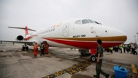 An ARJ21-700, China's first domestically produced regional jet, arrives at Shanghai Hongqiao Airport after making its first flight from Chengdu to Shanghai, China June 28, 2016.