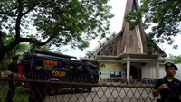 Police are seen outside Saint Joseph catholic church after a suspected terror attack by a knife-wielding assailant on a priest during the Sunday service in Medan, North Sumatra, Indonesia August 28, 2016 in this photo taken by Antara Foto. Antara Foto/Irsan Mulyadi/via REUTERS