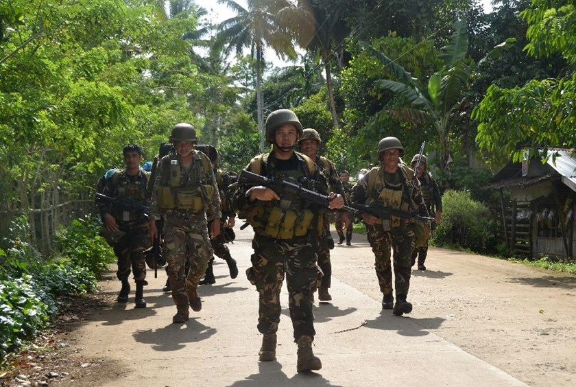 Philippine soldiers return to camp after an armed encouter with members of the militant group Abu Sayyaf, one of several Muslim gangs on the southern island of Mindanao on August 26, 2016