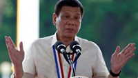Philippine President Rodrigo Duterte speaks during a National Heroes Day commemoration at the Libingan ng mga Bayani (Heroes' Cemetery) in Taguig city, Metro Manila in the Philippines August 29, 2016.