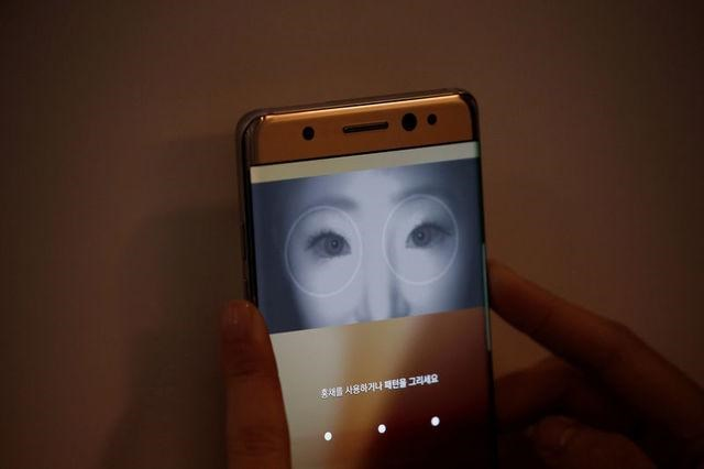 A model demonstrates iris recognition function of Galaxy Note 7 new smartphone during its launching ceremony in Seoul, South Korea, August 11, 2016.