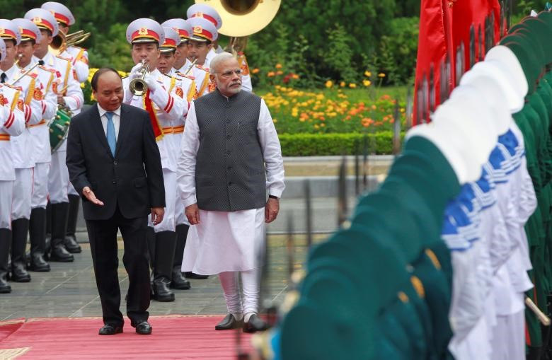 India's Prime Minister Narendra Modi (R) reviews the guard of honour with his Vietnamese counterpart Nguyen Xuan Phuc during a welcoming ceremony at the Presidential Palace in Hanoi, Vietnam September 3, 2016.