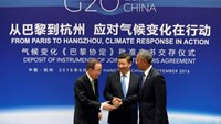 Chinese President Xi Jinping (C), UN Secretary General Ban Ki-moon and U.S. President Barack Obama (R) shake hands during a joint ratification of the Paris climate change agreement ceremony ahead of the G20 Summit at the West Lake State Guest House in Hangzhou, China, September 3, 2016.
