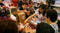 People shop for remaining stocks of insect repellent products at a pharmacy in Singapore September 2, 2016.