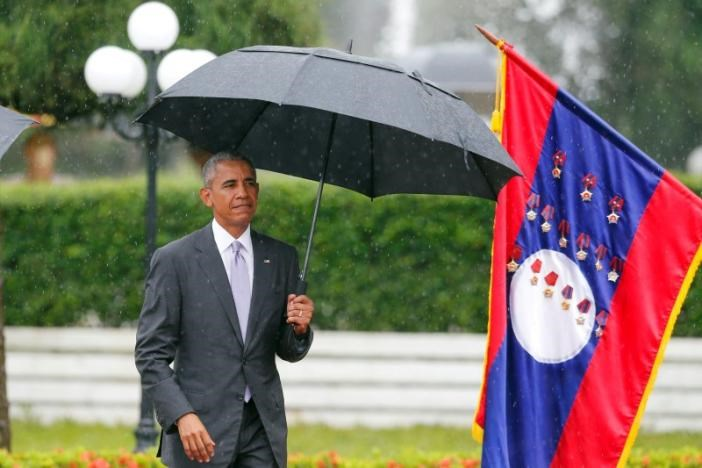 U.S. President Barack Obama reviews honour guard during a welcoming ceremony at the Presidential Palace in Vientiane, Laos September 6, 2016.