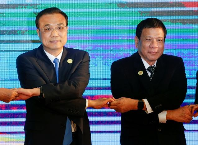 Chinese Premier Li Keqiang and Philippines President Rodrigo Duterte pose for photo during the ASEAN Plus Three Summit in Vientiane, Laos September 7, 2016.