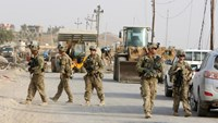 U.S. soldiers gather in the town of Gwer, northern Iraq August 31, 2016.