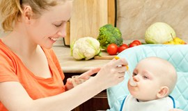 Even babies see social cues at mealtime