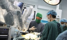 Vietnam hospital succeeds in 17 robotic surgeries, aims to raise 100 cases in 2014