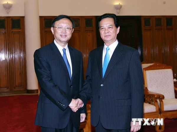 Vietnam PM meets Chinese Yang Jiechi, urges China to withdraw oil rig and ships