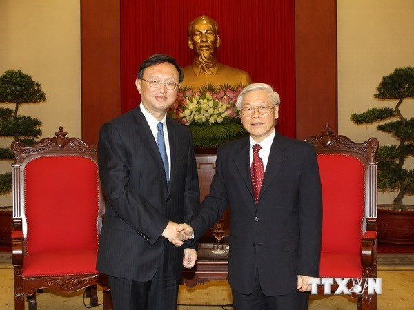 Party General Secretary Nguyen Phu Trong (R) shakes hands with Chinese State Councillor Yang Jiechi in Hanoi June 18, 2014. Photo: VNA