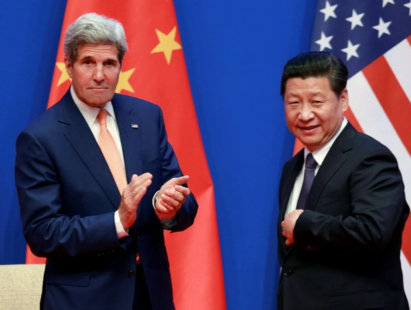 U.S. Secretary of State John Kerry (L) applauds after China's President Xi Jinping gave his speech during the opening ceremony of the Sixth Round of U.S.-China Strategic and Economic Dialogue in Beijing July 9, 2014. Photo: Reuters
