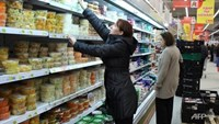 Russian shoppers buy food at a supermarket in Moscow. Photo: AFP