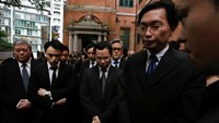 Hundreds of Hong Kong lawyers stage three minutes of silence outside the Court of Final Appeal in Hong Kong, following a march in protest against Beijing's policy towards the judiciary, in this June 27, 2014 file photo. Photo: Reuters