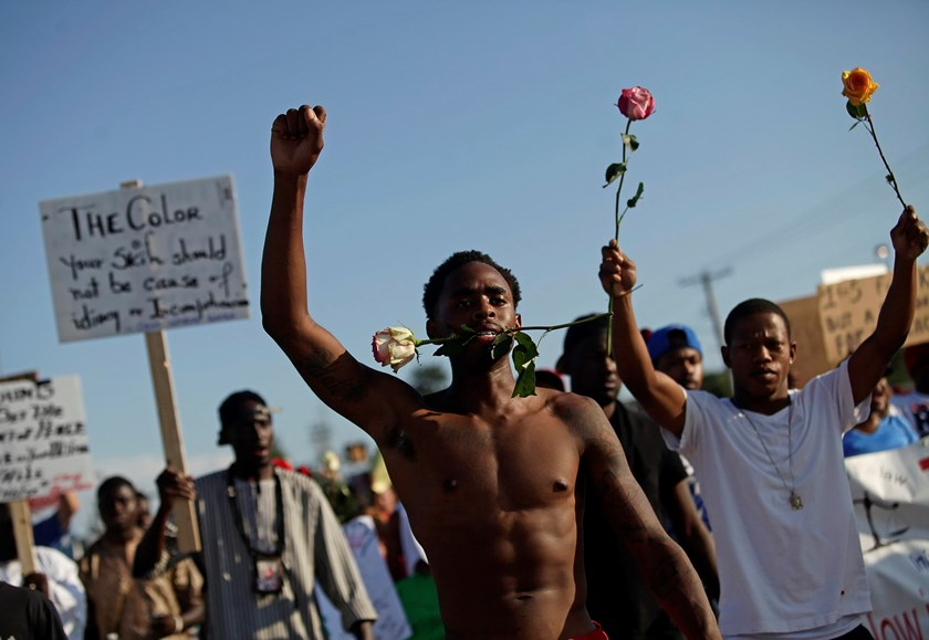 Demonstrators protest against the fatal shooting of Michael Brown in Ferguson, Missouri August 19, 2014. Photo: Reuters