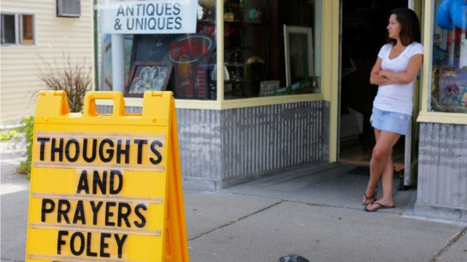 A sign outside a shop remembers James Foley in his hometown of Rochester, New Hampshire August 20, 2014. Islamic State militants on Tuesday posted a video that purported to show the beheading of U.S. journalist Foley in revenge for U.S. air strikes in Ira