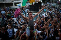 Palestinians celebrate what they said was a victory over Israel following a ceasefire in Gaza City August 26, 2014. Egyptian and Palestinian officials said the truce was to take effect at 7 p.m. (16:00 GMT). Photo: Reuters