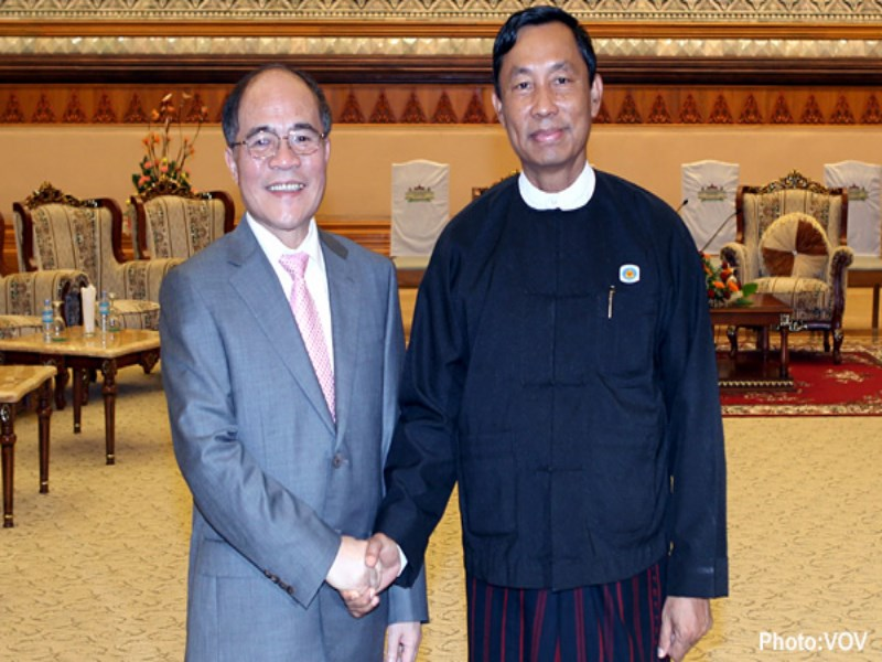 Vietnam's National Assembly Chairman Nguyen Sinh Hung (L) shakes hands with the then Speaker of Myanmar's Lower House Thura U Shwe Mann during Hung's visit to Myanmar July 24-26, 2013. Photo credit: VOV
