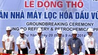 Officials attend the groundbreaking ceremony for a US$3.2 billion petrochemical refinery complex in Phu Yen Province on September 9, 2014. Photo: VNA