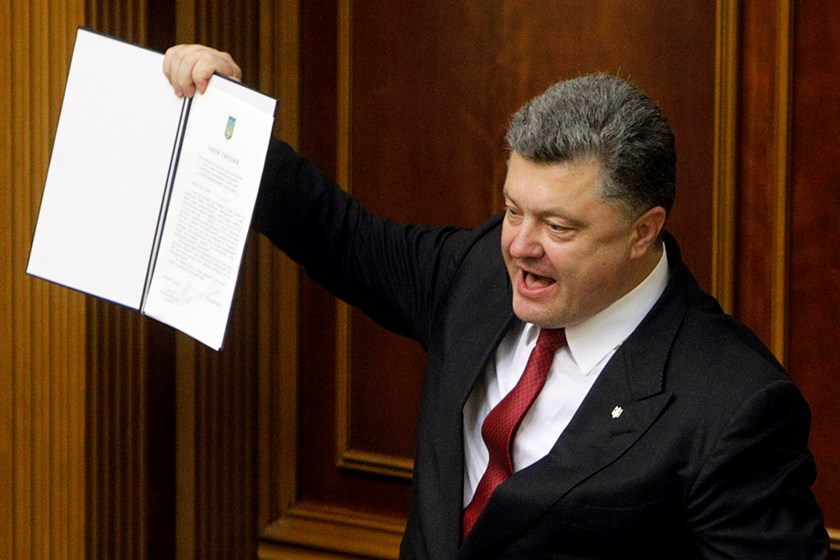Ukraine's President Petro Poroshenko shows a signed landmark association agreement with the European Union during a session of the parliament in Kiev, September 16, 2014. Photo: Reuters