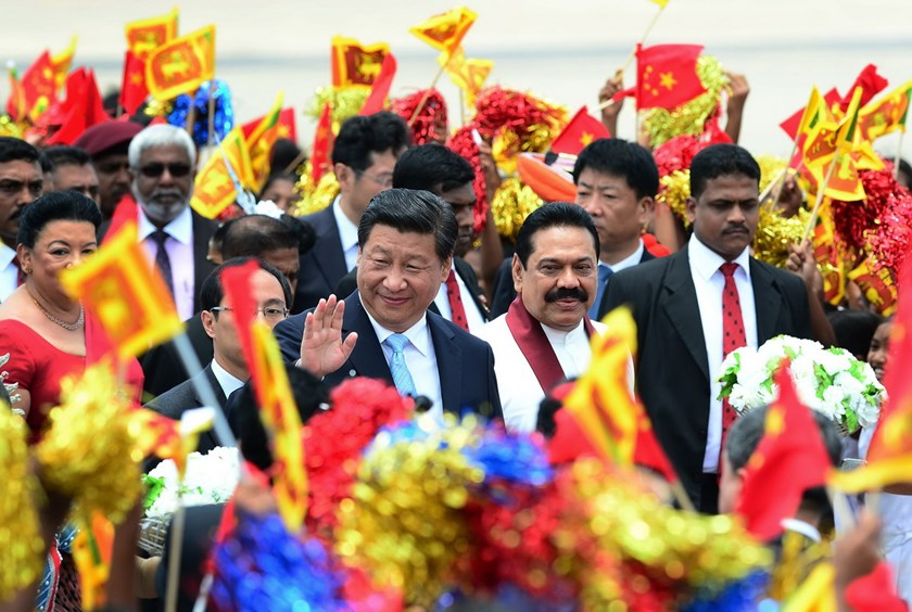 China's President Xi Jinping (C) gestures as Sri Lankan President Mahinda Rajapakse (2R) looks on during a welcome ceremony at the Bandaranaike International Airport in Katunayake on September 16, 2014. Photo: AFP