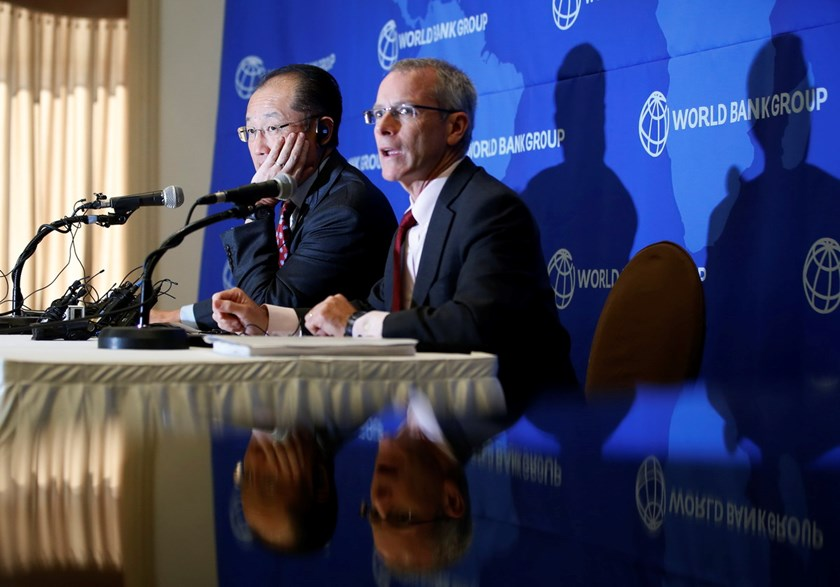 World Bank Group president Jim Yong Kim (L) listens to a reporter's question during a news conference in Seoul November 4, 2014. Photo: Reuters