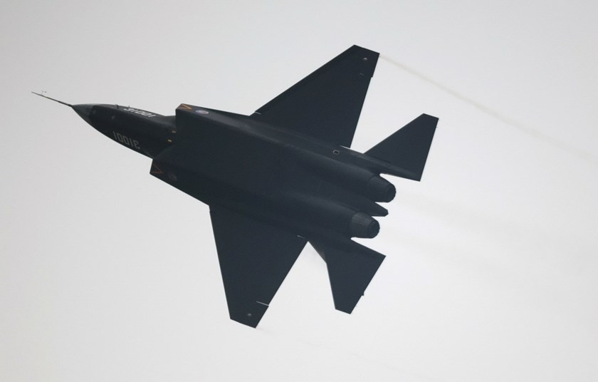 A Chinese J-31 stealth fighter performs at the Airshow China 2014 in Zhuhai, south China's Guangdong province on November 11, 2014. Photo: AFP