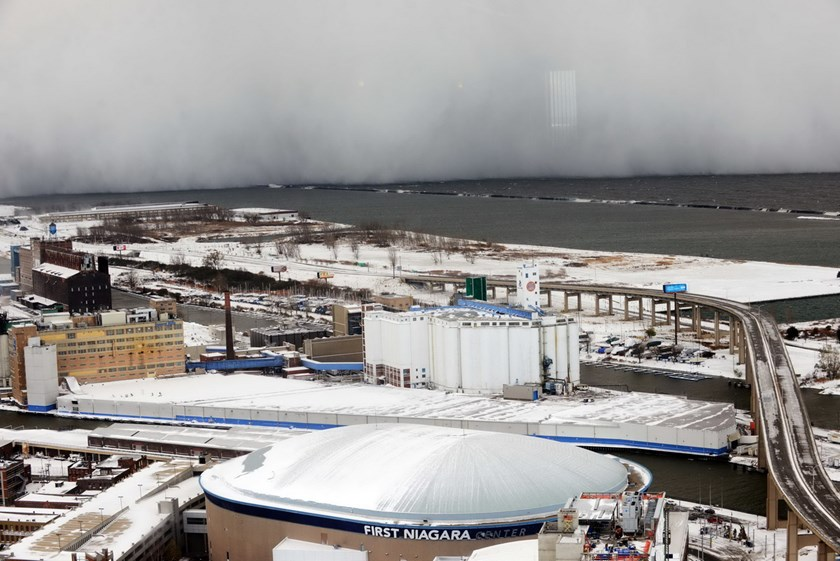 A lake-effect snow storm with freezing temperatures produces a wall of snow travelling over Lake Erie into Buffalo, New York. November 18, 2014. Photo: Reuters